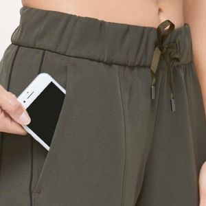 Lululemon On the Right Track Pant 6 NWT Green
